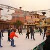 A Caorle si pattina sul ghiaccio: grande pista coperta in piazza Giovanni XXIII