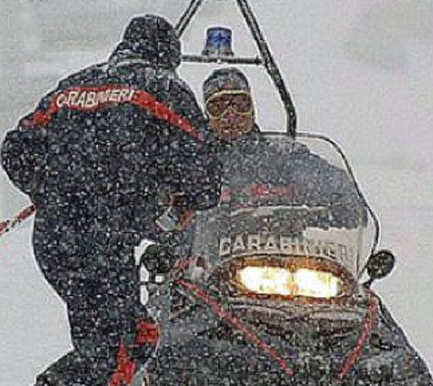 Alto Adige, Resta alto pericolo valanghe: evacuazione in elicottero per un centinaio di turisti a Vallelunga. Riaperta strada di Passo Resia
