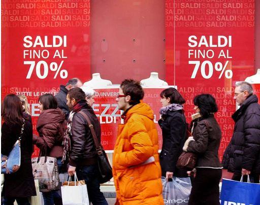 Saldi: Codacons, spesa media stabile a 65 euro a testa
