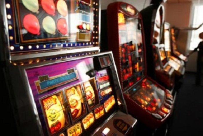 Bassano, Lascia figlio in auto per slot machine
