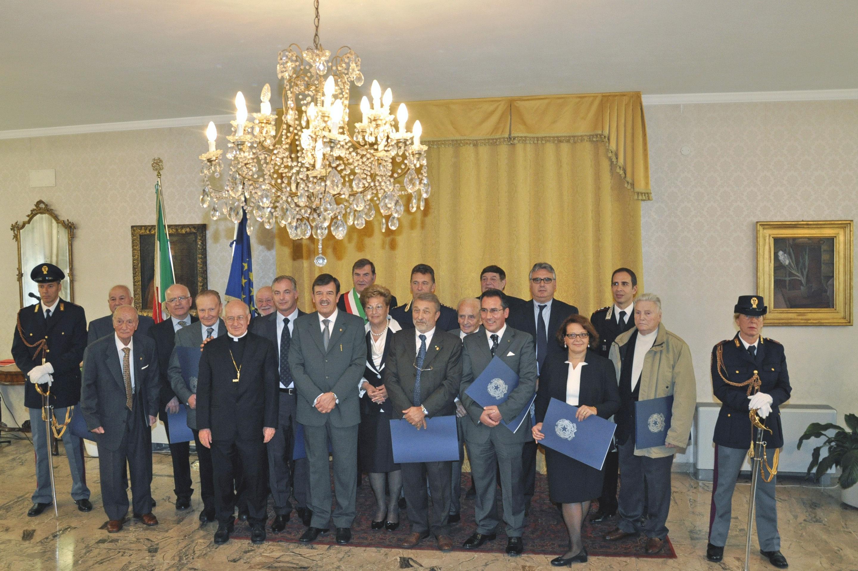 Trento onorificenze al merito della repubblica a 18 for Senatori della repubblica italiana nomi