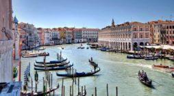 Acqua alta a Venezia, 124 centimetri: record 2018, allerta anche a Chioggia con acqua a 141 centimetri