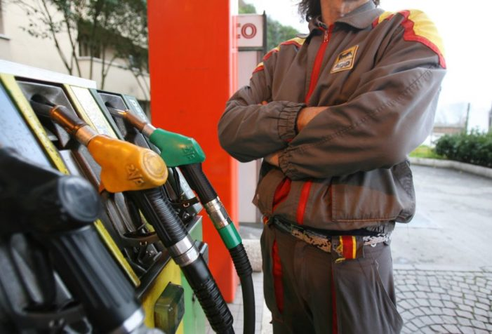 Benzina, sfonda a quota 2 euro al litro sul Brennero