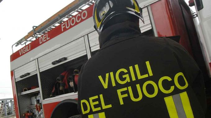 Trento, Vigili del fuoco in azione a malga Albi a Garniga: divorata dalle fiamme