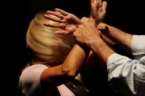 Trento, Violenta la ex davanti al figlio: condannato a 7 anni