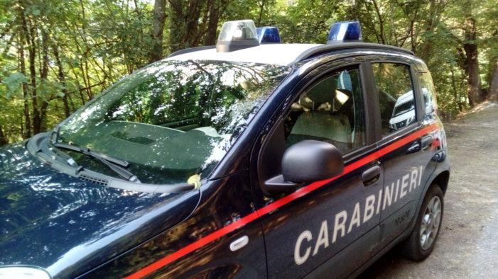 Carabinieri sequestrano motociclo senza targa a Mezzano: giovane denunciato. A Canazei militari scovano due siciliani autori di una truffa online
