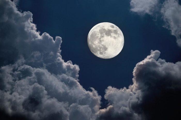Arriva la Superluna il 31 gennaio: blu, rossa, uno spettacolo nel cielo
