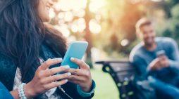 Cosa accade in un minuto sul web? Si scambiano 187 milioni di mail e 38 milioni di WhatsApp