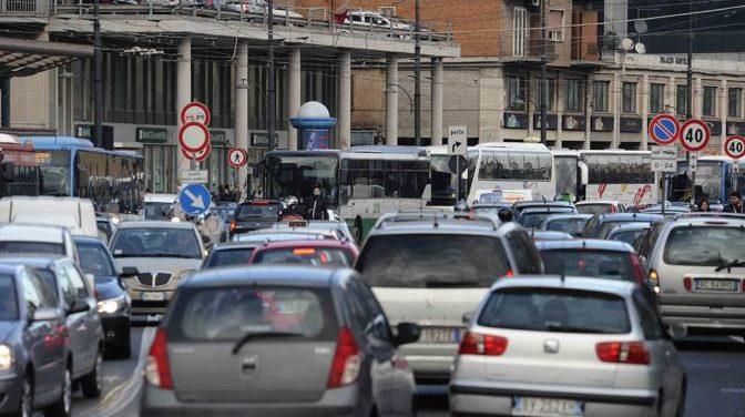 Automobili, arriva il 'documento unico di circolazione'