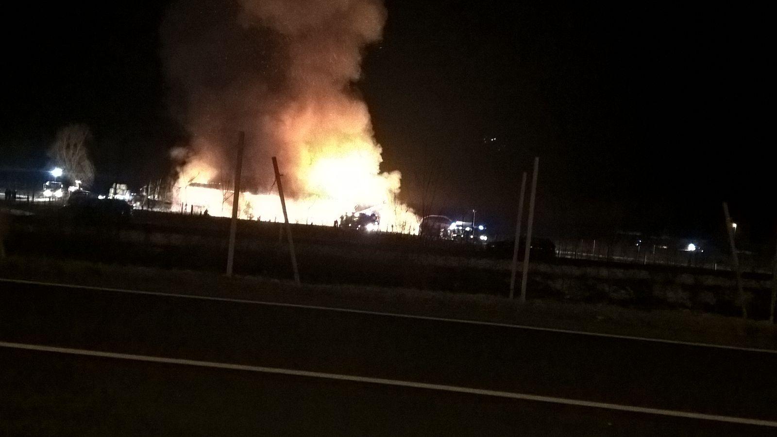 Incendio a Villa Agnedo: il fienile dell'azienda Sandri distrutto dalle fiamme