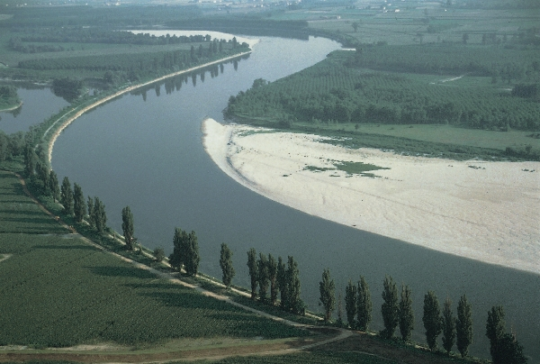 Pesticidi nel Po, banditi decenni fa ma ancora presenti nelle acque