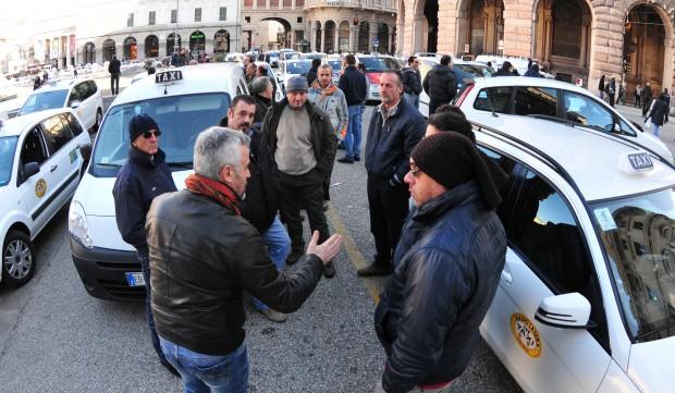 Cgia Mestre si schiera con taxisti che stanno protestando contro la norma che favorisce servizi come Uber
