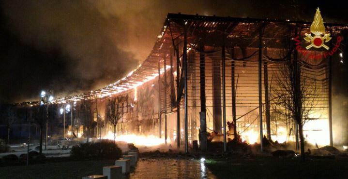 Treviso, spaventoso incendio al centro commerciale di Oderzo