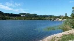 Tragedia sul lago di Revine: affonda pedalò, muore 18enne