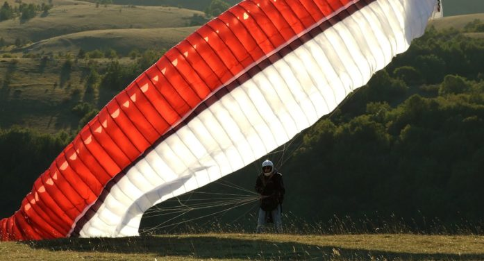Storo, tragico volo in parapendio per una 51enne tedesca