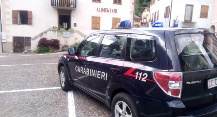 Incidente in centro a Canal San Bovo, ragazzina urtata da un'auto: soccorsa dall'elicottero