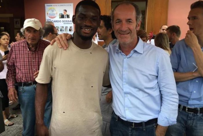 Governatore Zaia insultato su Facebook per foto con calciatore di colore