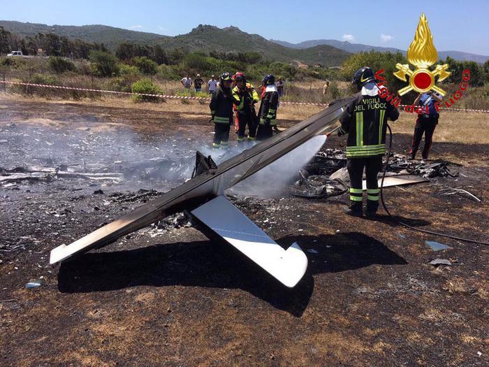 Gallura, ultraleggero precipita a 100 metri dalla pista d'atterraggio: morte due persone