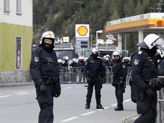 Migranti, partono i controlli dell'esercito austriaco al Brennero