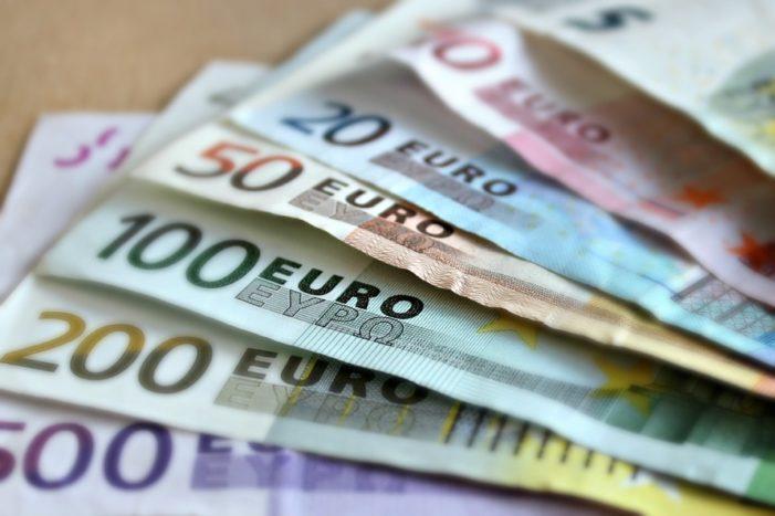 Reddito di Cittadinanza, arrivano i primi pagamenti. Ma le tasse in busta paga in Italia sono tra le più alte in Europa