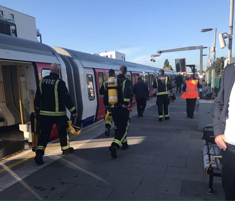 Esplosione nella metropolitana a Londra, ci sono feriti