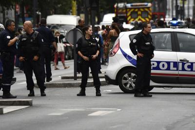 """Nuovo incubo in Francia, Blitz al supermercato: ucciso il terrorista. Ha gridato """"Sono di Isis"""", 3 morti"""