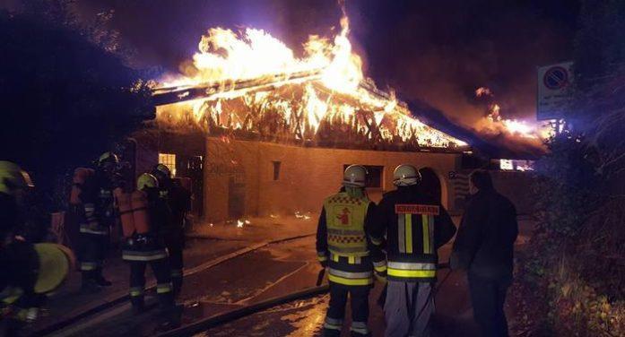 Incendio distrugge il Lido di Lagundo, fiamme domenica anche a Ponte Arche e Gardolo