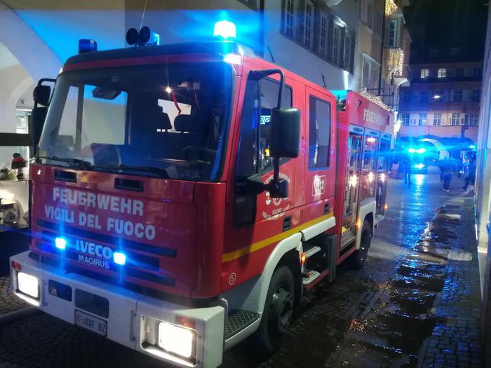 Pensionato 71enne muore intossicato in un incendio a Bolzano