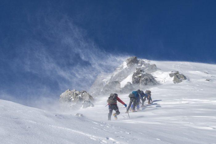 Violente raffiche di vento sulle Dolomiti oltre i 100 km orari, anziano muore nel bosco nel Vicentino