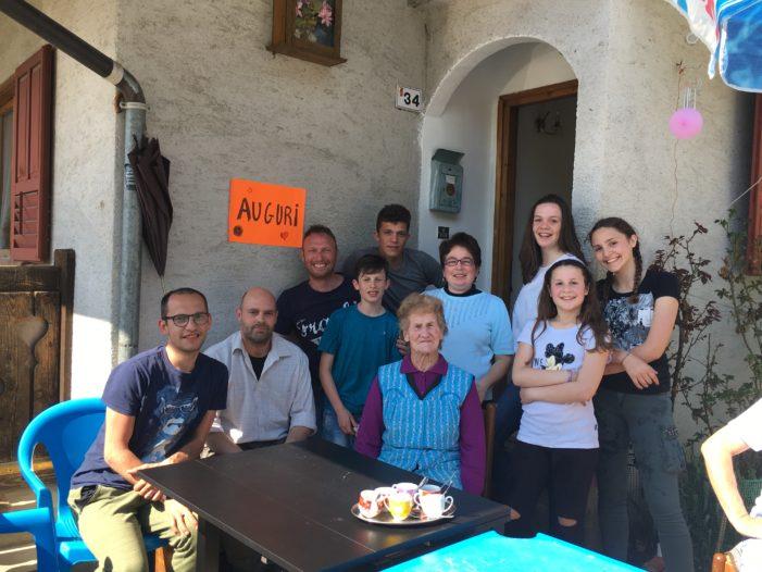 Tanti Auguri nonna Cleofe, 90 anni e non sentirli: a Barbine nel Vanoi è un punto di riferimento per la comunità