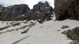 Pale San Martino, Travolti da una placca di neve cadono nel canalone Bureloni: salvi tre alpinisti vicentini