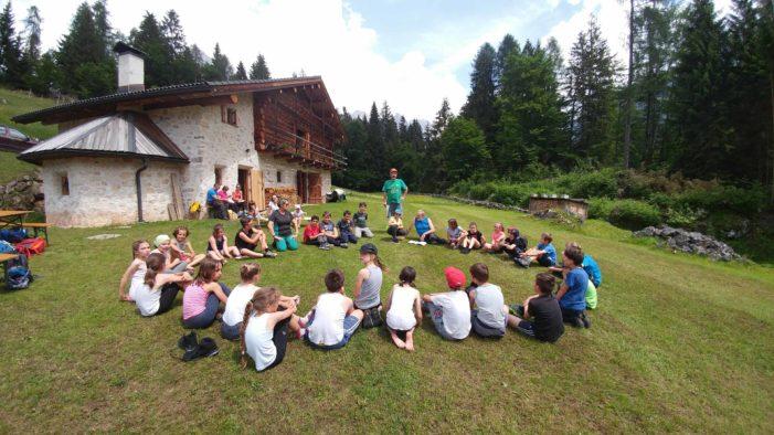 Lezioni nella natura con la SAT del Primiero Vanoi: la montagna entra in classe