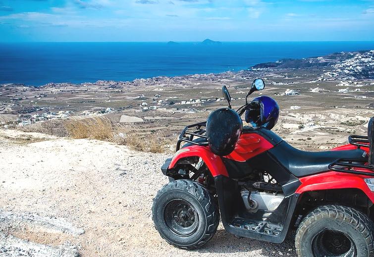Santorini: la vacanza di una giovane coppia si trasforma in tragedia