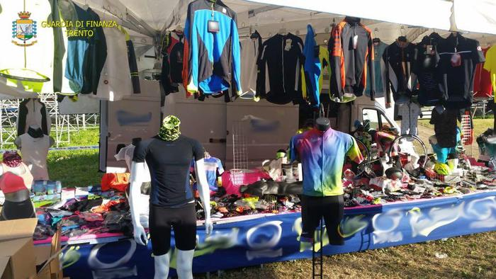 Val di Sole, Finanza sequestra merce per 20.000 euro a venditore ambulante