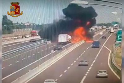 Inferno a Bologna, riaperta l'autostrada: è un camionista vicentino la vittima, oltre 100 i feriti