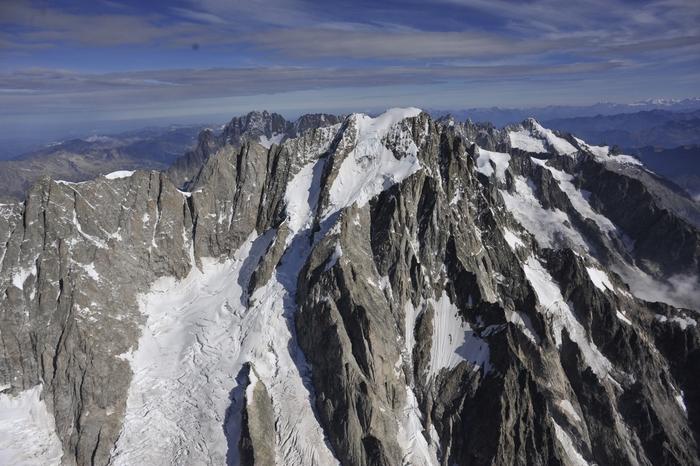 Altoatesino muore sul Monte Bianco. Turista muore nel lago di Lavarone
