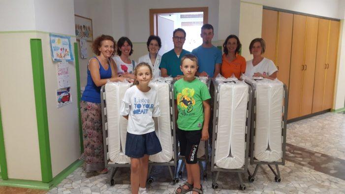Ospedale di Feltre, nuovi letti per la Pediatria dai bambini della Prima Comunione del Primiero