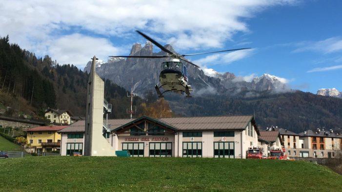 L'Elicottero dell'Arma torna a Primiero: ecco le immagini del decollo da Transacqua