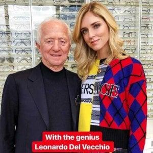 Luxottica, Chiara Ferragni visita lo stabilimento di Agordo con il patron Del Vecchio: accordo in vista