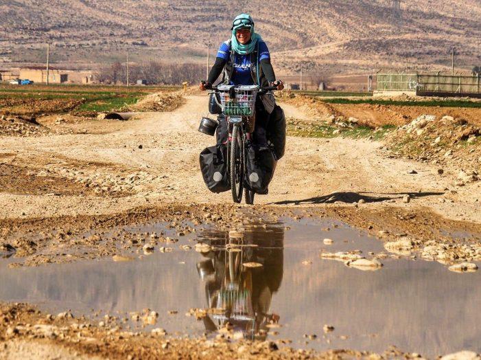 Dalle Dolomiti a Dubai, prosegue l'avventura in bici della trentina Valentina Brunet