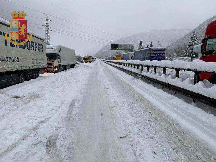Caos neve in A22, Accertamenti Procura dopo disagi e ritardi