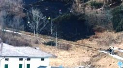 Valle del Vanoi, incendio boschivo a passo Gobbera: elicottero per domare le fiamme
