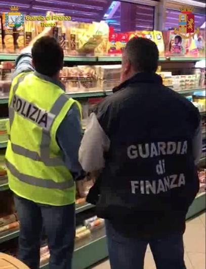 Imprenditore veneto nasconde 40mila euro nel forno, ma la fidanzata li brucia per cuocere lo strudel