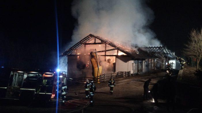 Primiero, Furioso incendio a Mezzano: domato domenica in tarda serata. Le testimonianze dei Vigili del fuoco che hanno operato tutta la notte