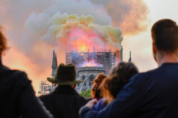 """Incendio Notre-Dame, Arcivescovo di Trento Lauro Tisi: """"Simbolo oltre i credenti. Dalla sofferenza davanti a Notre-Dame si ricostruisce l'Europa"""""""