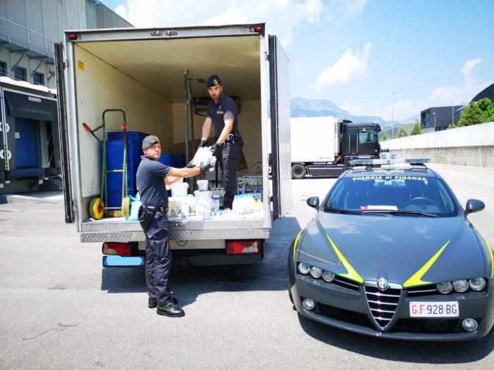 Un quintale di prodotti caseari e 500 litri di latte fresco sequestrati dalle Fiamme gialle di Trento