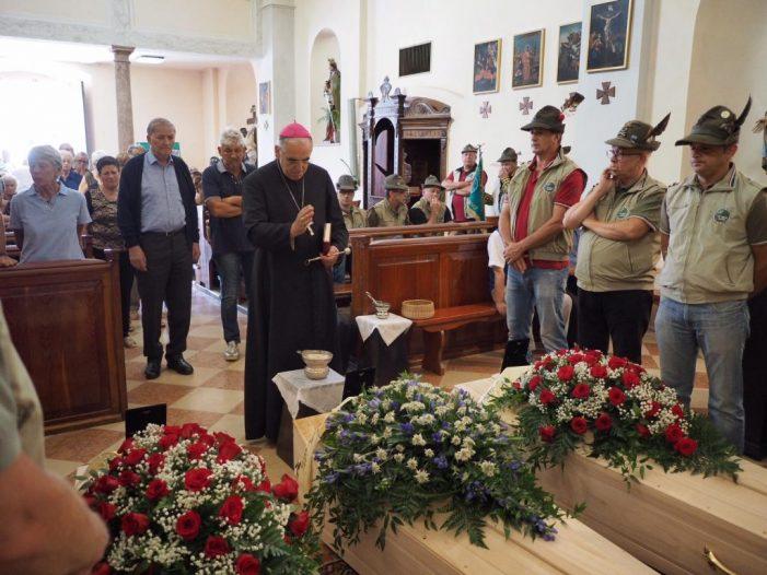 """Tragedia Romallo, l'ultimo saluto alla famiglia Pancheri. Vescovo Tisi: """"Nel silenzio, le uniche parole sono compassione e misericordia"""""""